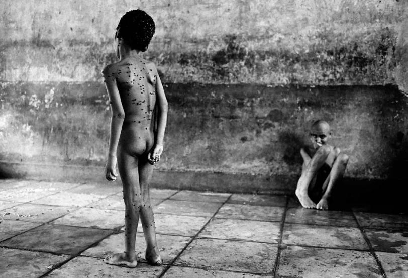 "From the project ""street children of Bombay"" - Photo by Dario Mitidieri"